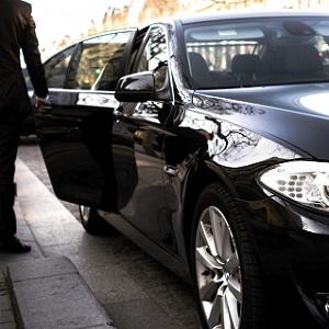 Paris - Carro com motorista à disposição