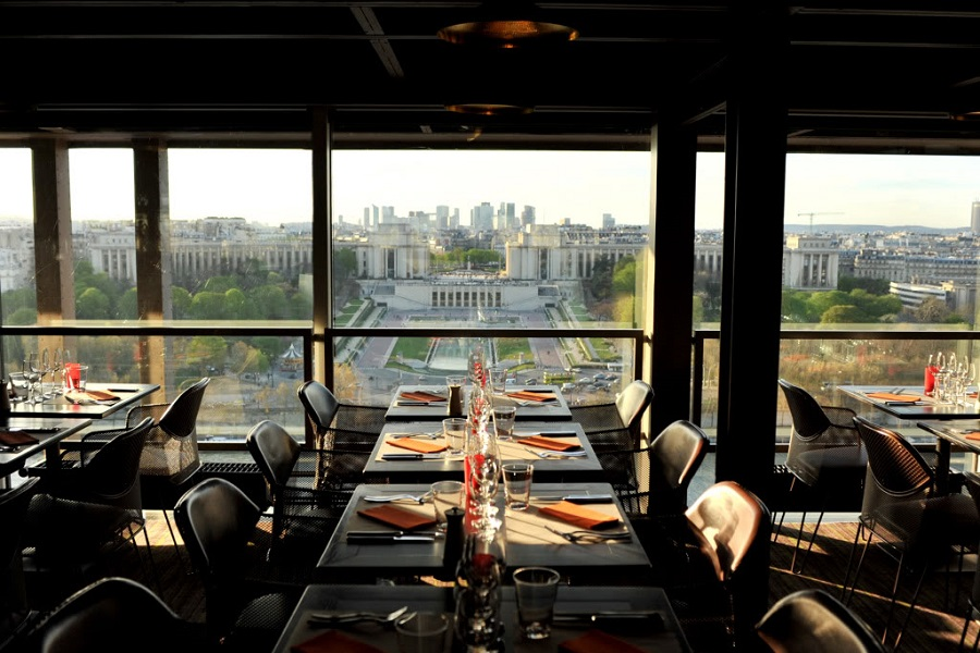 almo o na torre eiffel restaurante 58 tour eiffel. Black Bedroom Furniture Sets. Home Design Ideas