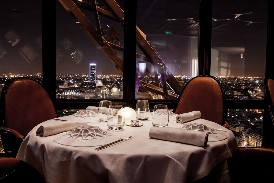 paris jantar na torre eiffel restaurante le jules verne alain ducasse. Black Bedroom Furniture Sets. Home Design Ideas